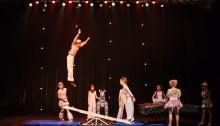 Circus Helsingin esiintyvä ryhmä mukana musiikkivideon kuvauksissa
